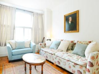 Bright 2 Bedroom on rayners Road in London, Londres