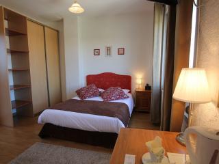 LA MAISON BLANCHE - Dble Bed Hotel Room 1 (2 per), Sangatte