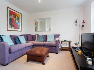 A three-bedroom house in the heart of Wimbledon Village., Londres