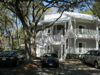 HILTON HEAD VILLA + GOLF.  JANUARY SPECIAL.  Next to the Westin Resort.