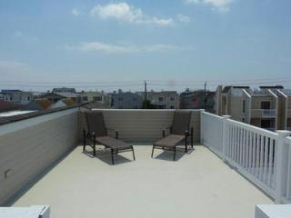 3 BRM 1 block from beach, park, basketball, market, Ocean City