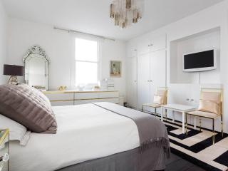 A gorgeous two-bedroom home in Stoke Newington., London