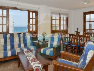 Fantastic 4 Bed Apartment in Excellent Location, Playa Blanca