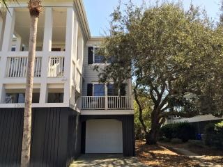 Oceanfront Home with Large Screen Porches, and Private Boardwalk to the Beach