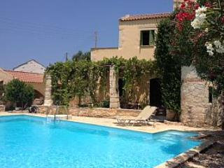 Spiti Athina, charming authentic villa, Crete