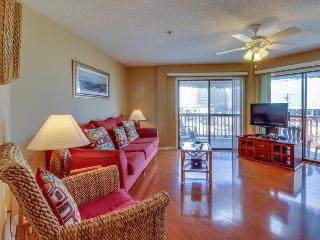Relaxing retreat steps to the beach - includes shared tennis, pool, and sauna!, Panama City Beach