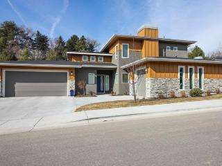 Newly built modern home in the North End with access to a shared pool!, Boise