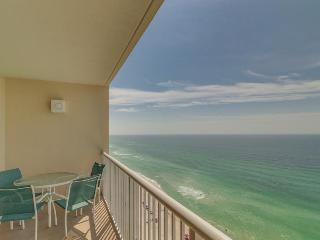 Gulf front condo with a jetted tub, beach access & shared pools and hot tubs!, Panama City Beach