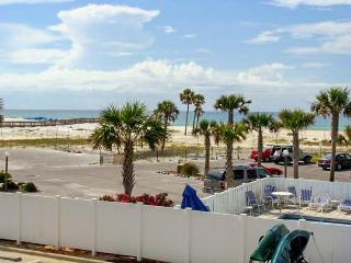 Dog-friendly condo w/ ocean views and shared pool!, Fort Walton Beach