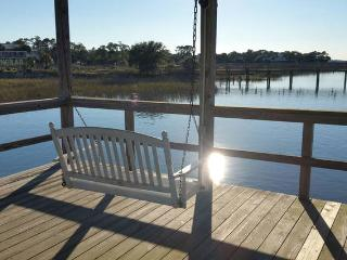 Gorgeous villa! Walk to everything! Pool, dock..., Folly Beach