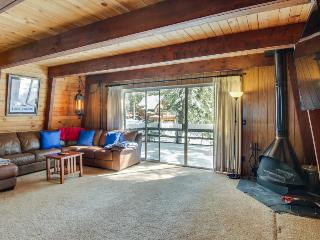 Classic dog-friendly cabin with a private beach park & docks, close to skiing!, Tahoe City