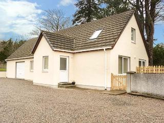 THE COTTAGE * CORRINESS HOUSE sea views, en-suite bathrooms, close to village ce