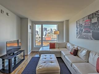 Excellent 2BR Boston Condo w/Wifi, Access to Outstanding Community Amenities & Stunning Views of the City Skyline - Great Location! Just a Short Walk from Countless Area Attractions!