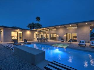 Brand New Modern Compound: All En Suite Baths at Your Private 5 Bedroom Resort, Palm Springs