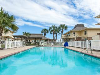 1B/1B HUGE CONDO for 5! 2 POOLS! BEACH! Great FISHING! GOLF CART BEACH ACCESS!