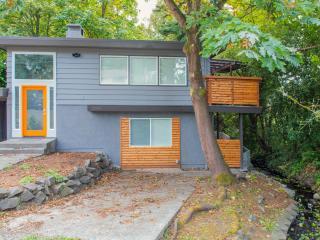 Modern Renovated House. Sleeps 14!, Seattle
