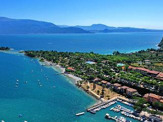 Beautiful apartment near Manerba gulf 200 meters from beach and port, Manerba del Garda