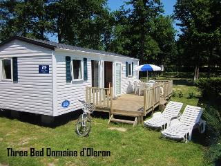 Three Bed Mobile Home With Decking On A Campsite
