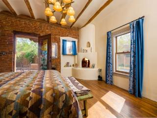 Bonita - Adobe Home in the Heart of the Railyard, Santa Fe