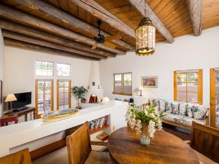 Two Casitas- Old Santa Fe Trail- Elegant, Sunny, Stylish, Santa Fé