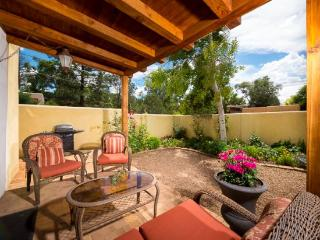 Two Casitas- Poppy - Walk to The Plaza, Charming., Santa Fe