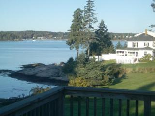 ATLANTIC SUNSET| SPRUCE POINT | OCEAN FRONT | BEACH | KAYAKING|PET-FRIENDLY, Boothbay