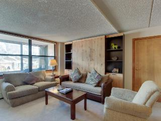 Upgraded condo, w/ shared sauna & hot tub near slopes!, Copper Mountain