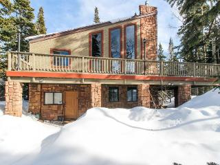 Secluded, dog-friendly cabin located in the center of town, Brian Head