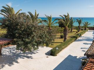 Barbara, villa located 10 m from the sea, Sampieri