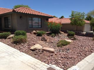 5 min. Close to Las Vegas Strip with pool and spa
