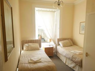 Twin Room 6 - Queens Guest House, Ayr