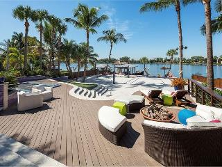 Resort-Style 4BR Lake Osbourne House with Incredible Outdoor Area, Lake Worth