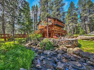 Peaceful Creekside Mountain Retreat in Truckee with Private Hot Tub