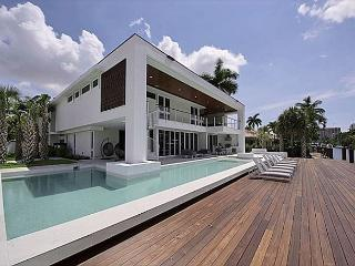 An Exclusive Modern Waterfront Family Home with Private Dock and Pool, Fort Lauderdale