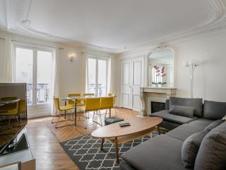Prestigious flat (Champs-Elysées)
