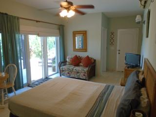 HOOPERS BAY BEACH STUDIO in CORAL SANDS VILLA For 2 + Child