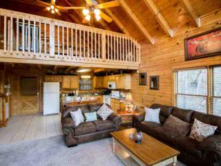Wooded Bliss in Sherwood Forest - Hot Tub - Fireplace - Arcade & Game Room!, Pigeon Forge