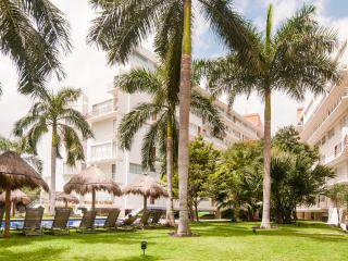 Walk to everything. Shops, Casinos, Beach nearby!, Cancún