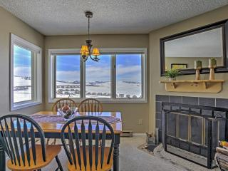 Inviting 2BR Granby Condo w/Private Balcony, Breathtaking Views of the Continental Divide & Phenomenal Community Amenities - Just Minutes from Town! Walk to Ski Granby Ranch!