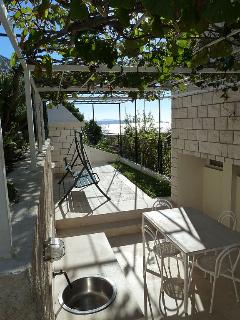 Luxurious 4-star apartment terrace with barbeque and the view on the Adriatic sea