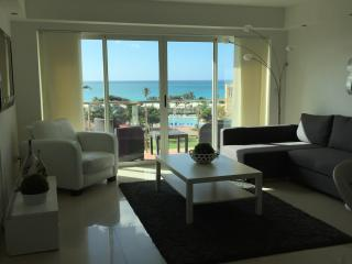 Luxurious Modern 1 Bedroom Beach Condo, Palm/Eagle Beach