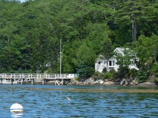 Upscale Oceanfront Cottage with Gorgeous Sunset, Boothbay
