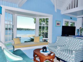 SeaGlass Cottage: East Boothbay Oceanfront