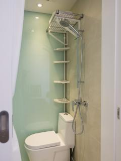 Ensuite shower toilet for third bedroom