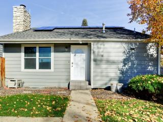 Comfortable 2BR Detached Aurora Townhome - Terrific Central Location: Close to Denver Tech Center, Light Rail & Downtown! Perfect for Family and Corporate Travelers