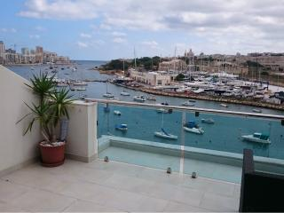 First Rate Seafront Penthouse with Views in Gzira