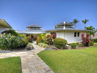 Luxury Home in gated community with pool, Kailua-Kona