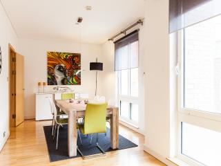 WanderLuxe!OXFORD CIRCUS!2bed1.5bath!DESIGN!CLEAN!SAFE!BRIGHT