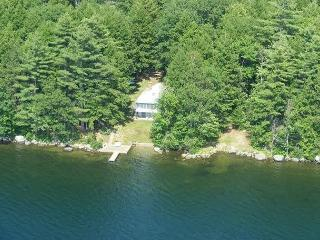 Cozy Waterfront Cabin on Winnisquam (LEB106W)