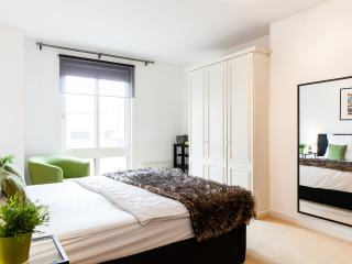 WANDERLUXE*OXFORD CIRCUS*5 STAR*2bed2bath*DESIGN*CLEAN*TUBE 2 minutes*BRIGHT*